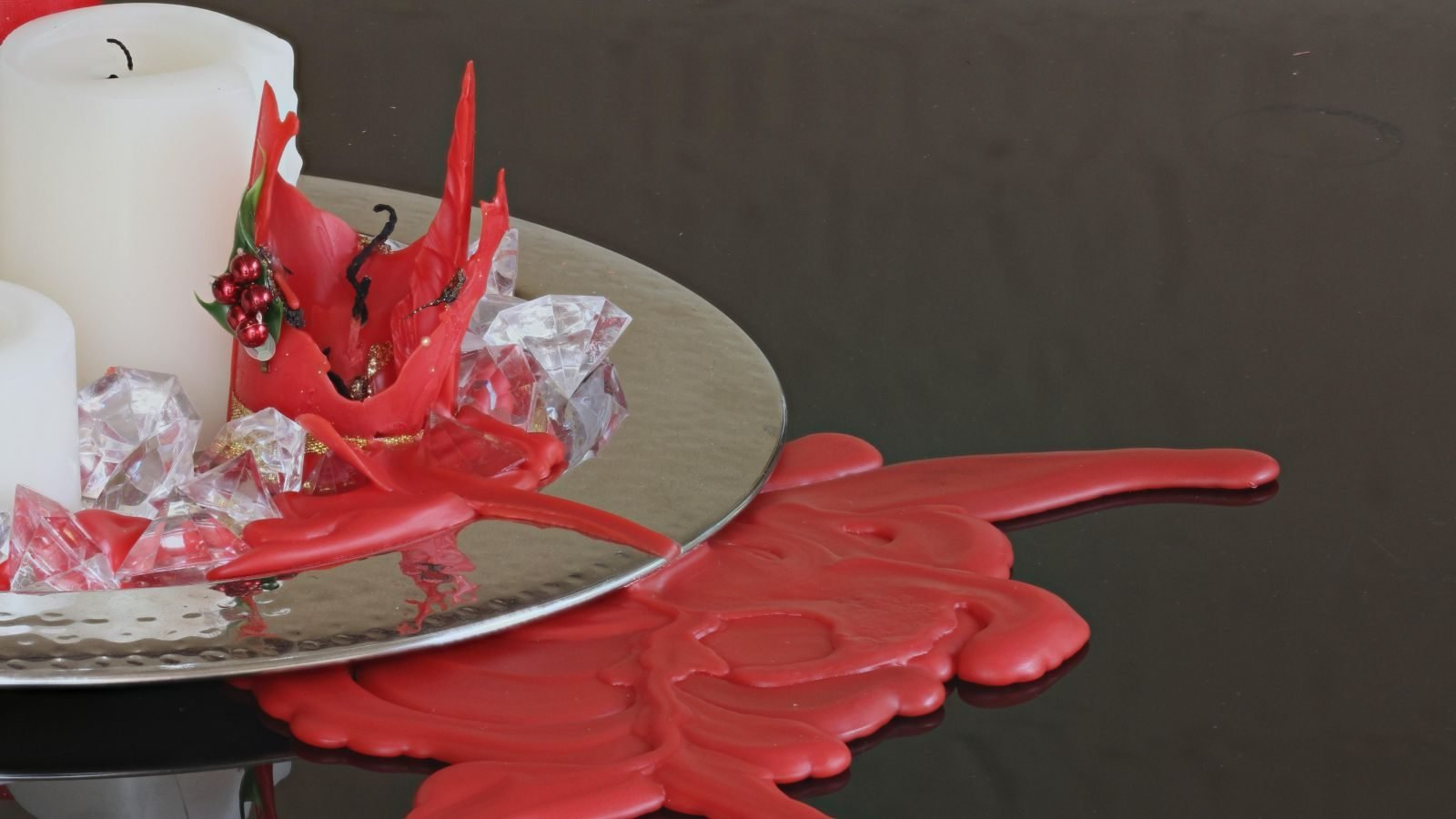 Få opskriften på smukke stearin-dekorationer, du selv kan lave ved at dryppe stearin.