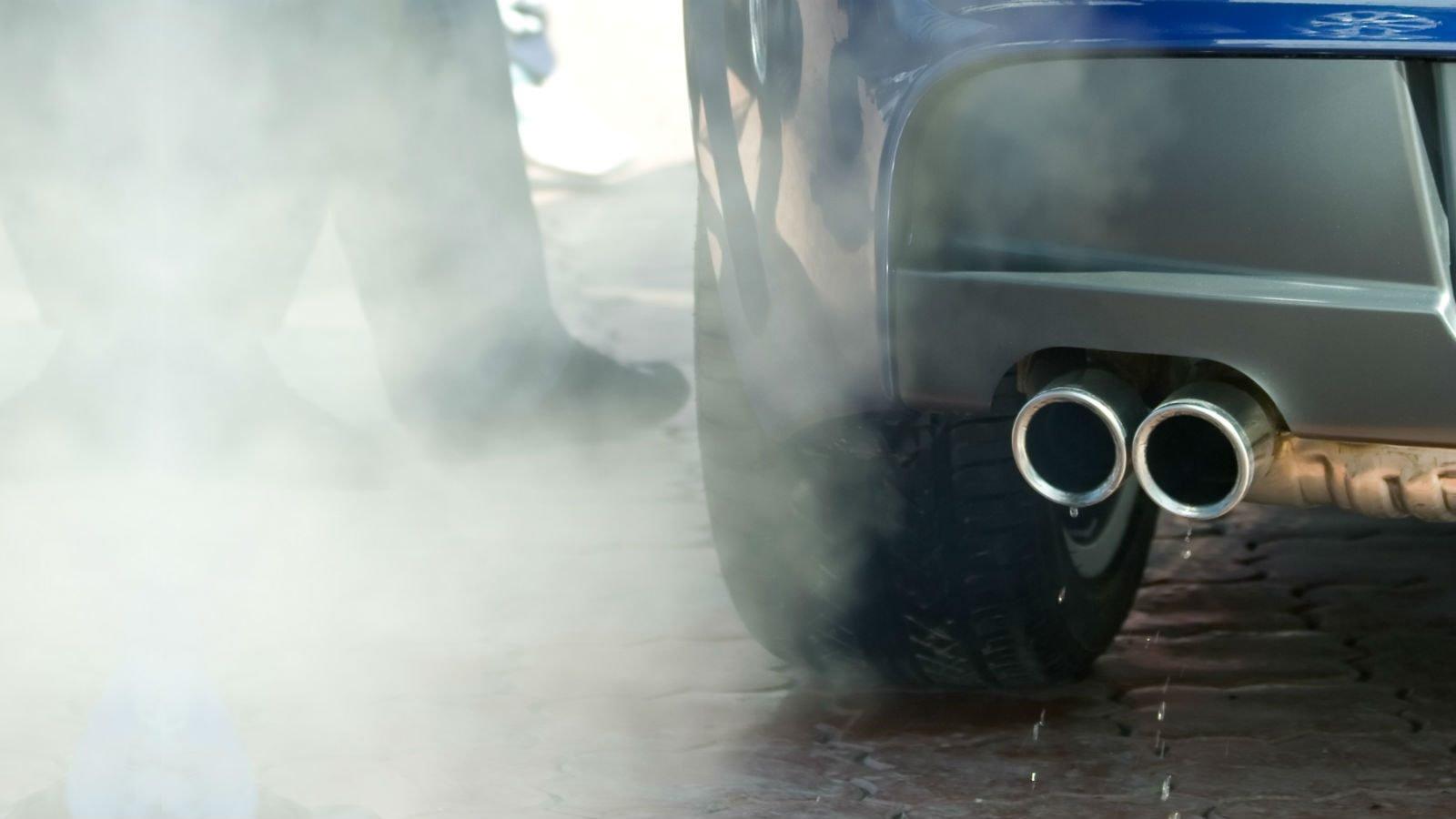 CO2 - eller kuldioxid - er både en naturlig og en menneskeskabt drivhusgas.