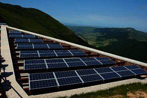 Solceller kan øge uafhængigheden af olie. Foto: Colourbox