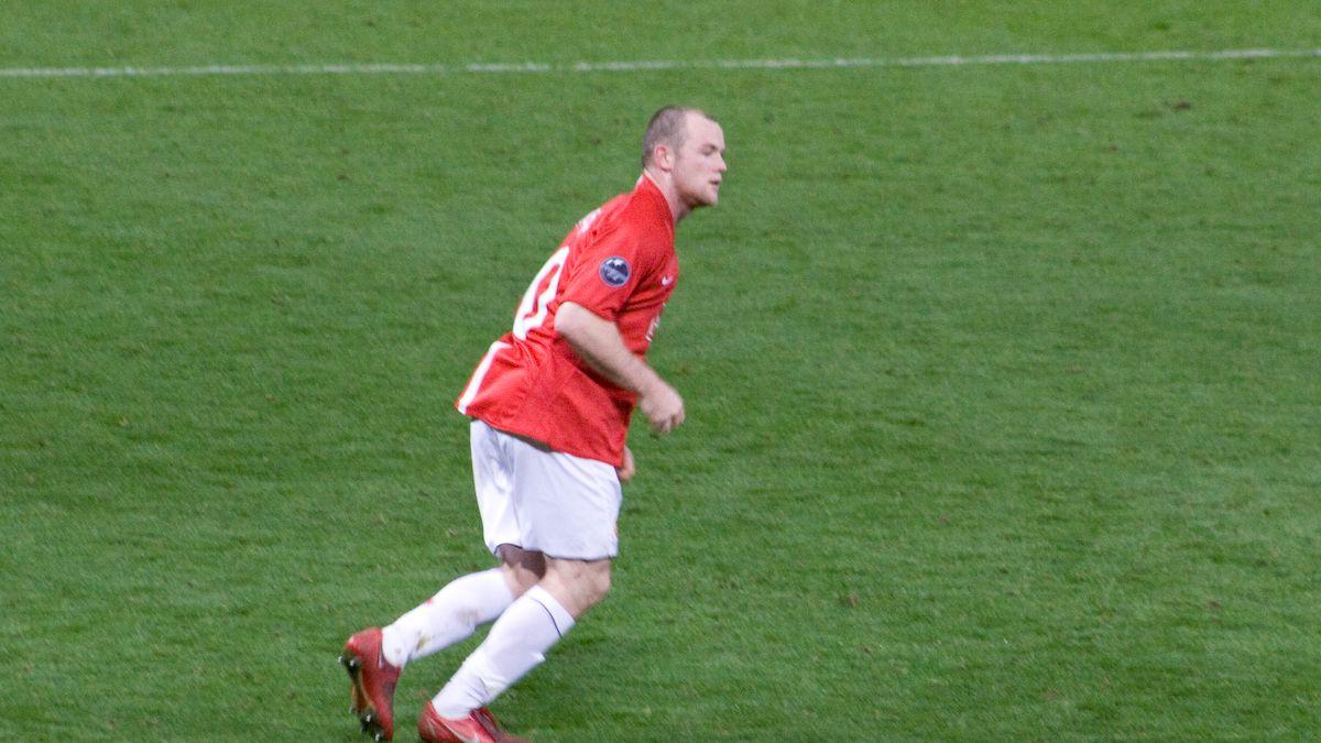 420.000 kroner. Så meget betalte fodboldstjernen Wayne Rooney, da han i sommeren 2011 fik foretaget en hårtransplantation. I fremtiden bliver det måske en hel del lettere at få håret tilbage. Foto: Gordon Flood, Wikimedia Commons