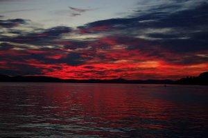 Røde skyer over hav. Bliv klogere på klima.