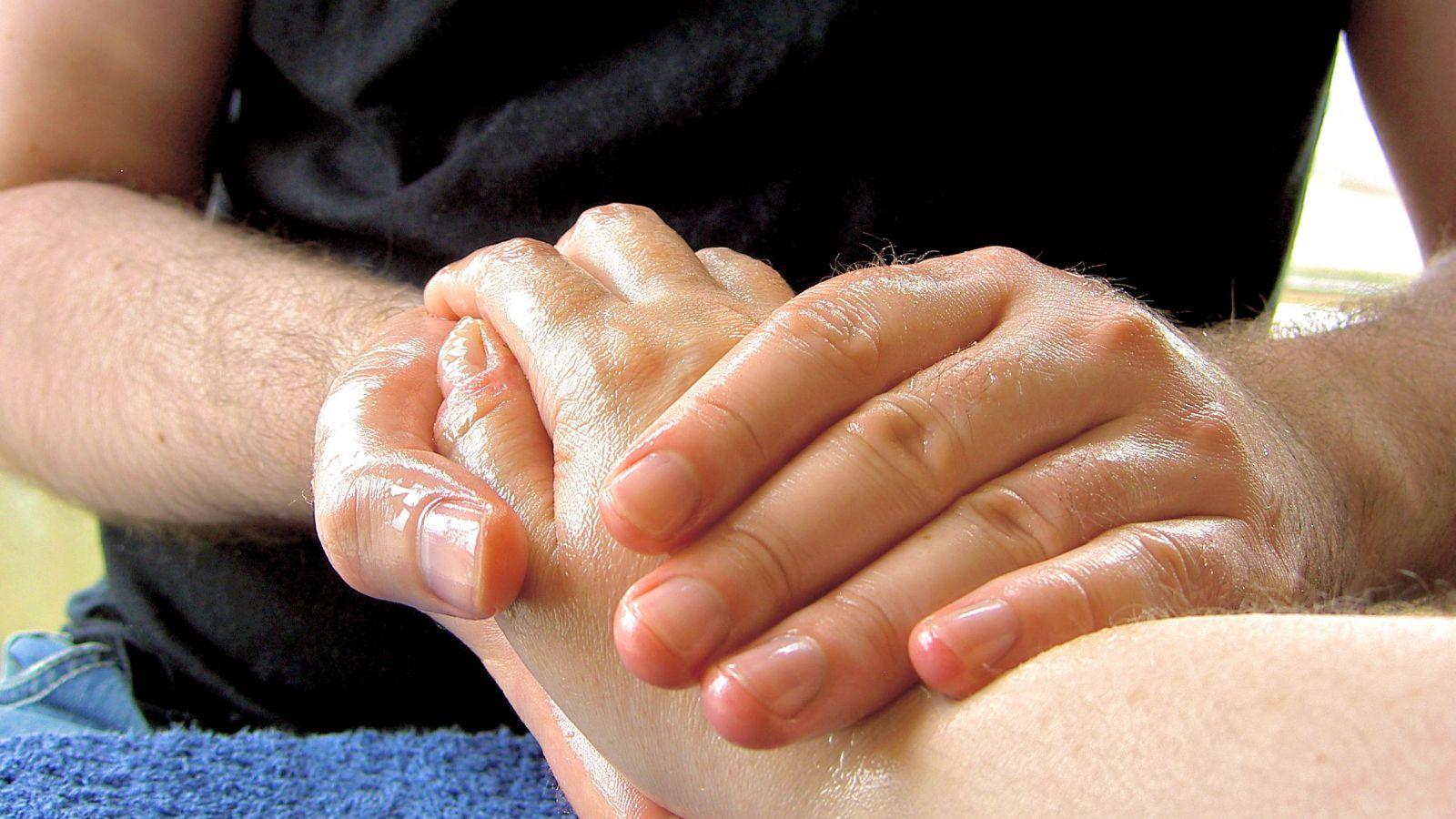 Massage kan modvirke muskelømhed efter intensiv træning.
