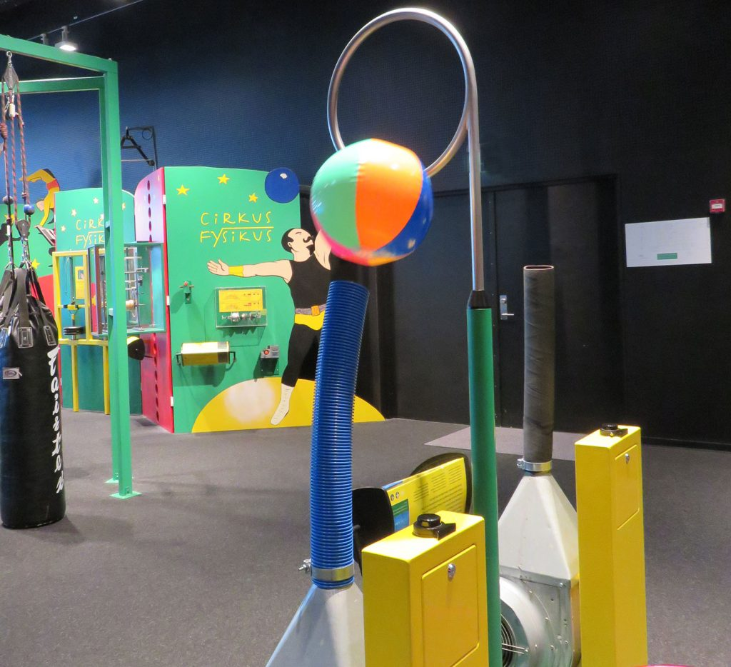Play-with-air-Circus-Physicus