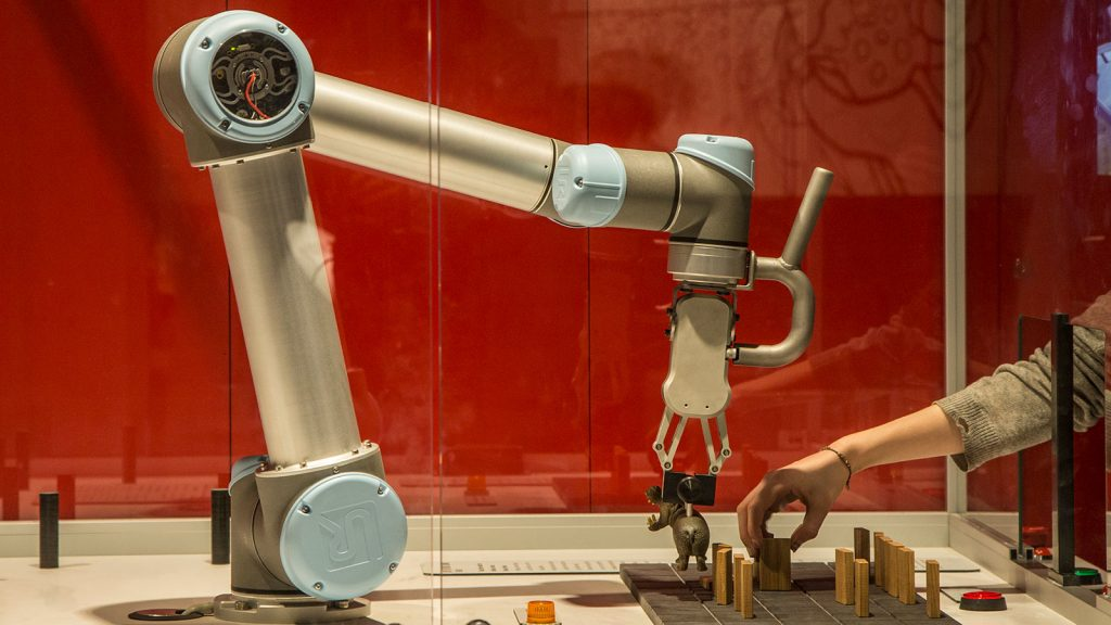 The-robot-is-fast-and-precise-and-learns-easily
