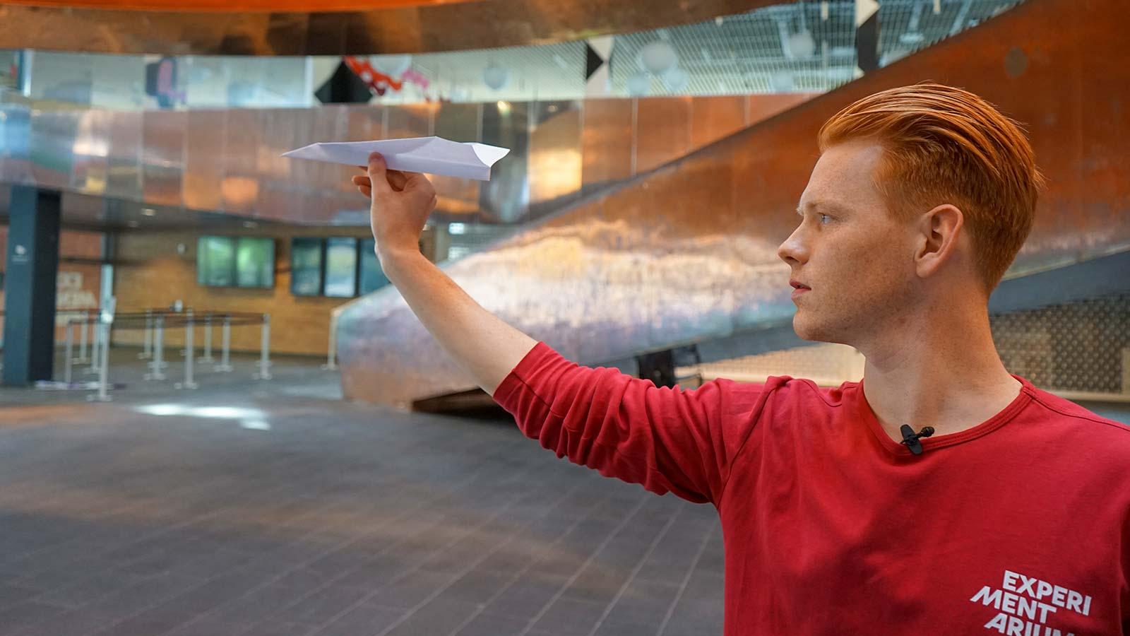 Få dit papirfly til at flyve bedre